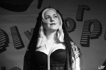 Mimi Monstroe. Fotografiert von Dragan Simicevic Visual Arts.